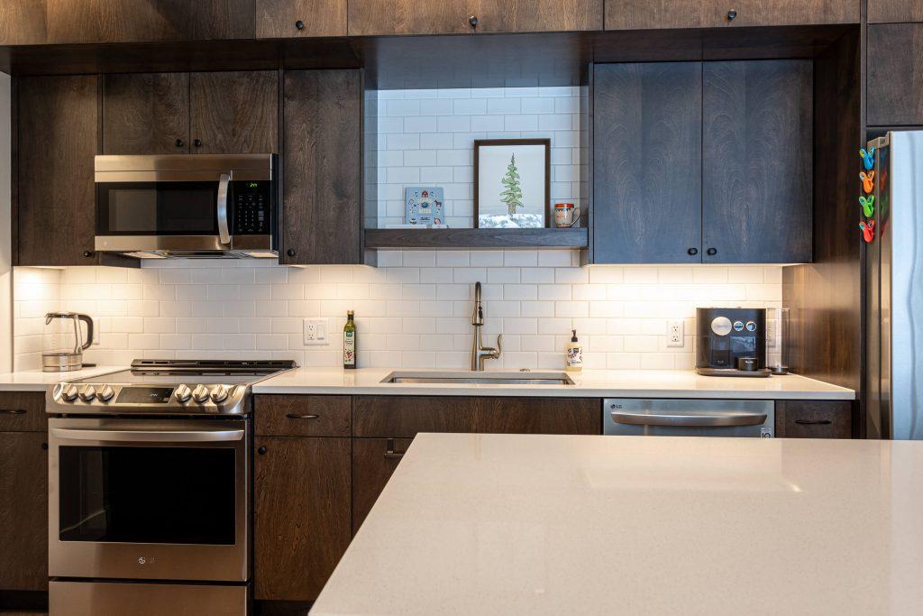 Sandy Kitchen Renovation with Tile Backsplash